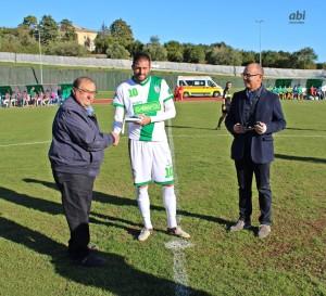 Alessandro Borgese premiato dal presidente Franco Baleani